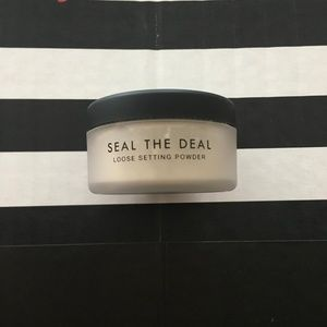 5 for $25! Lawless Seal The Deal Setting Powder